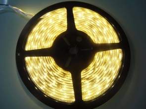 5m LED slinga, 4.8W/m, varmvit, IP65, påslagen